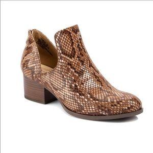 Andrew Geller FRIONA Boots Cognac Snake 7 NWOT